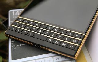 gold-blackberry-passport3.jpg
